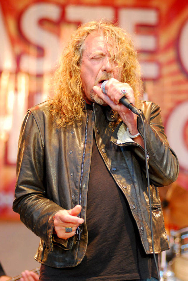 Robert-Plant_2010-July_photo-byAdam-Bielawski